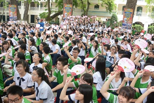 Học sinh THPT Lê Quý Đôn cuồng nhiệt cùng thần tượng