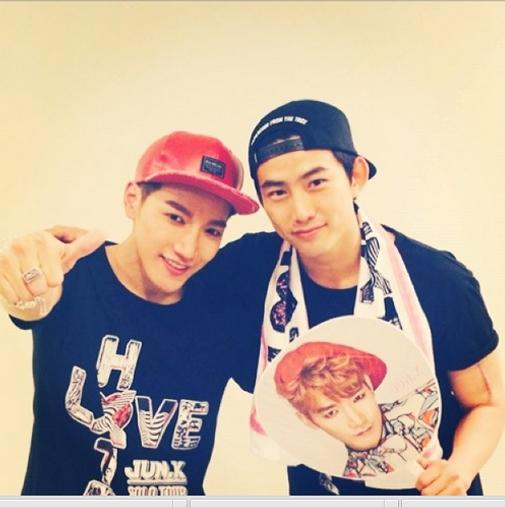 Jun.K khoe hình Taecyeon đến cổ vũ cho concert của anh