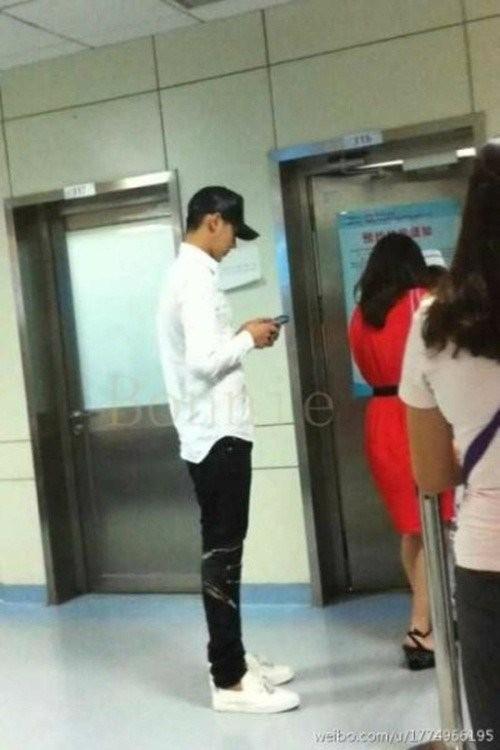 Hình ảnh Kris bị bắt gặp tại bệnh viện tim mạch