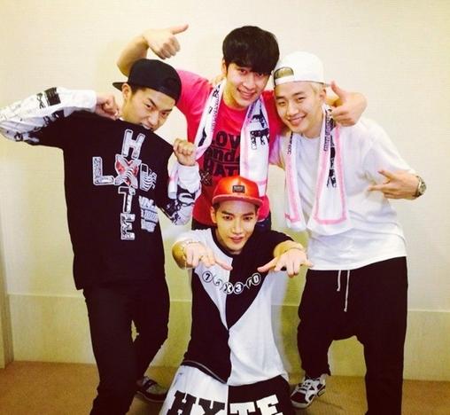 Chansung, Wooyoung và Junho đến ủng hộ concert của Jun.K