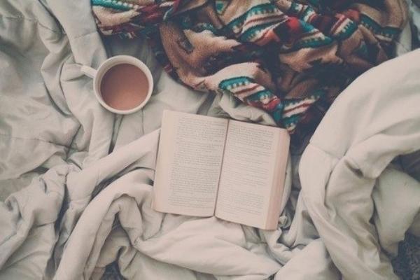 Những điều tuyệt vời khi hẹn hò với một cô nàng mọt sách