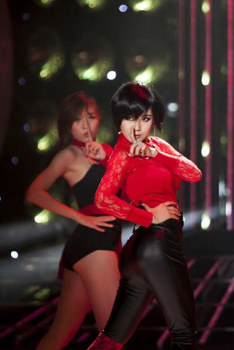 Quả thật Vy Oanh đã có một bước đột phá rất lớn khi cô mang đến cho cả khán phòng một tiết mục rất nhẹ nhàng, nhiều cảm xúc. Ban giám khảo cũng đã thật sự bị thuyết phục bởi phần trình diễn của cô.