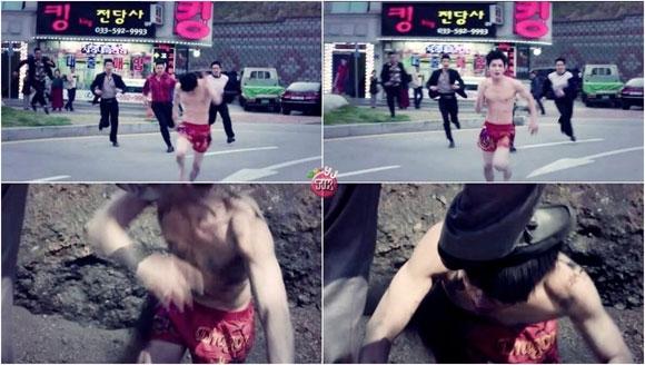 Jaejoong tả tơi, bầm dập với chiếc quần đùi đỏ