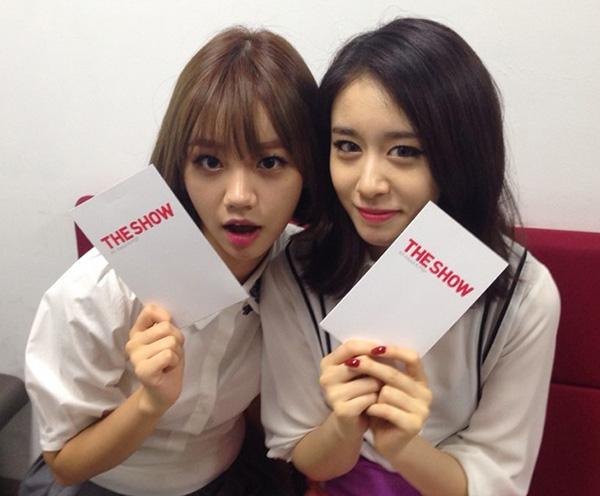 Jiyeon và Hyeri (Girl's Day) đảm nhận vai trò MC của chương trình