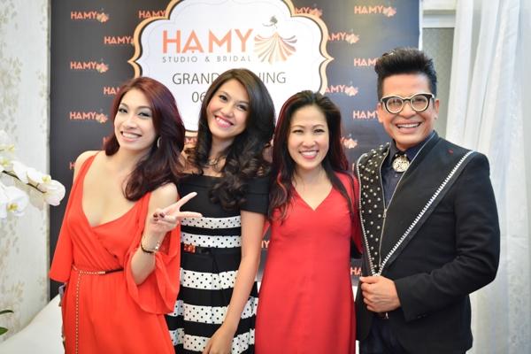 Chuyên gia trang điểm nổi tiếng của showbiz Việt còn cho biết, tại trung tâm áo cưới - trang điểm - chụp ảnh của mình, cô còn nhận đào tạo dạy chuyên nghiệp hoặc bán chuyên nghiệp về trang điểm.