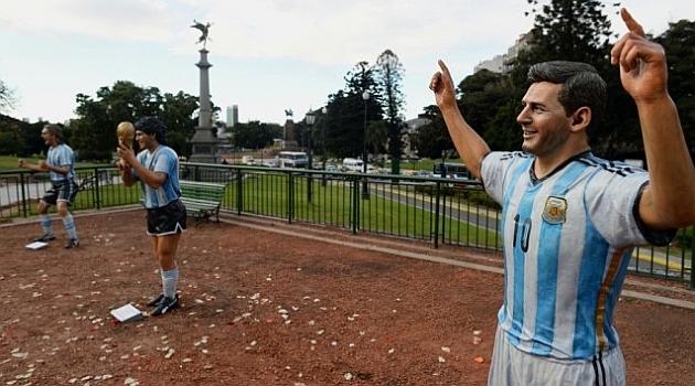 Maradona, Batistuta và Messi được đúc tượng ở quê nhà