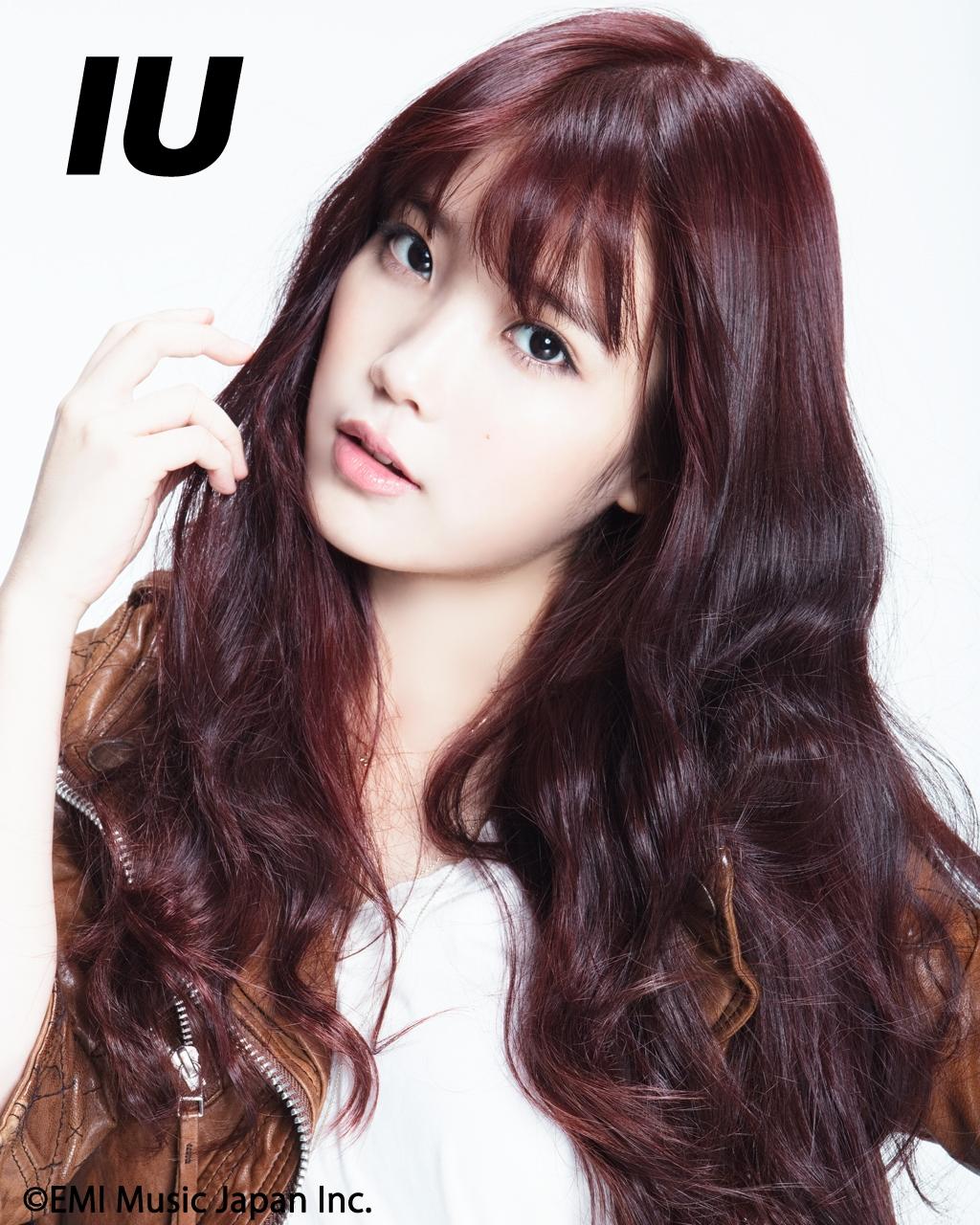 IU có tên thật là Lee Ji Eun (tên Hán việt là Lý Trí Ngân)