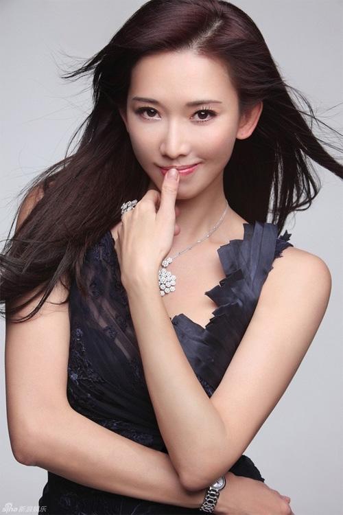 ... và Lâm Chí Linh là hai trong số những kiều nữ có nước da mượt mà, nổi bật nhất làng giải trí Hoa ngữ. '
