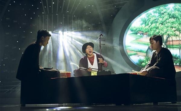 Đặc biệt, nghệ thuật hát xẩm vốn không dễ hát, ngay cả giám khảo Mỹ Linh cũng phải chào thua, ấy vậy mà chàng ca sĩ trẻ vẫn có thể hát rất ngọt, rất Bắc bộ.