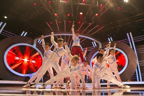 Nếu như trước đây, Minh Thuận đã từng chọn một tiết mục lắng đọng của Noo Phước Thịnh thì Mi-A lại lựa chọn một bài thể hiện đúng phong cách vừa hát vừa nhảy rất điêu luyện.