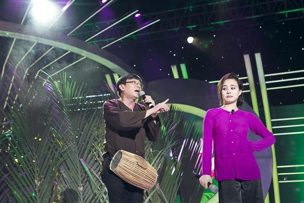 Lần đầu tiên bốc trúng ca sĩ Tài Linh, Vy Oanh băn khoăn không biết nên hát cải lương hay hát tân nhạc.