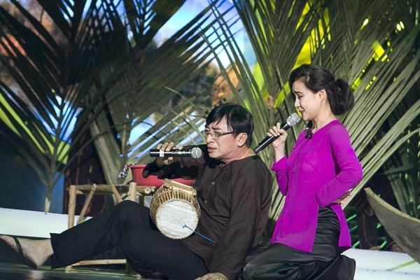 Với chất giọng ngọt ngào giống Tài Linh và sự duyên dáng, Vy Oanh đã có một tiết mục rất đáng yêu. Phần trình diễn của cô còn có sự trợ diễn của ca sĩ Đình Văn.