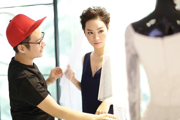 Trà My vừa có một buổi thử váy cưới cùng NTK Chung Thanh Phong - vốn là một người bạn thân thiết với cô từ thời điểm cả hai cùng là thí sinh Vietnam Idol 2007. - Tin sao Viet - Tin tuc sao Viet - Scandal sao Viet - Tin tuc cua Sao - Tin cua Sao
