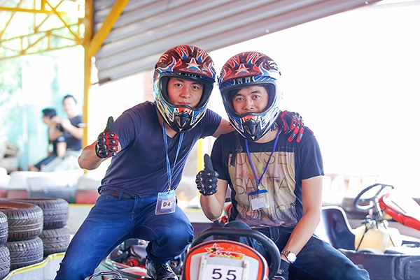 Tay đua Đăng Khôi và Dương Khắc Linh chuẩn bị vào đường đua giả lập công thức 1 - Tin sao Viet - Tin tuc sao Viet - Scandal sao Viet - Tin tuc cua Sao - Tin cua Sao