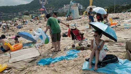 Khoảng 780.000 người vừa qua đổ về đây nhân dịp Lễ hội Thuyền Rồng. Ảnh: Splash News Australia.