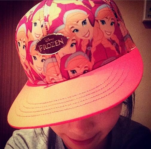 Taeyeon khoe chiếc nón Frozen cực dễ thương