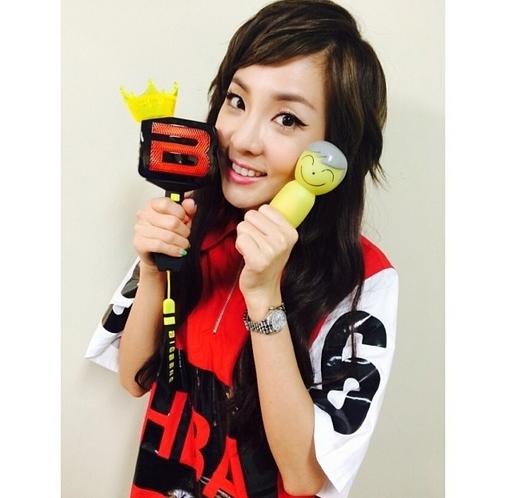 Dara khoe hình dễ thương trong hậu trường chương trình tại Nhật Bản