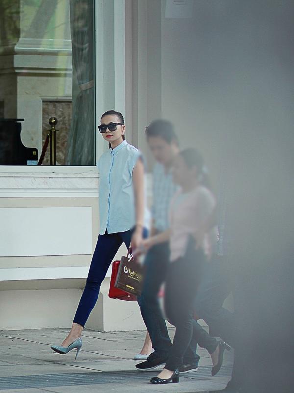 Sở hữu đôi chân dài 1m12, cô được xem là chân dài đắt giá nhất tại Việt Nam hiện nay và gặt hái được những thành công nhất định trong nghề. - Tin sao Viet - Tin tuc sao Viet - Scandal sao Viet - Tin tuc cua Sao - Tin cua Sao