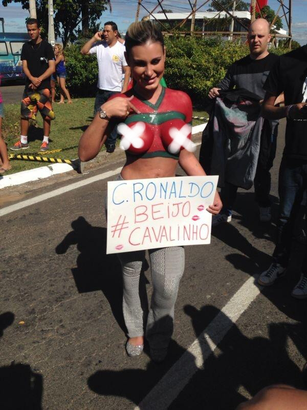 Andressa Urach đã tới Campinas cổ vũ cho Ronaldo