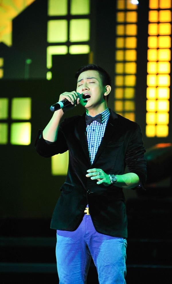 Hoài Lâm được nghệ sỹ Hoài Linh rèn cặp với nghề hát và diễn xuất từ rất sớm và Hoài Linh luôn mong muốn cậu con trai của mình trưởng thành và tự lập. - Tin sao Viet - Tin tuc sao Viet - Scandal sao Viet - Tin tuc cua Sao - Tin cua Sao