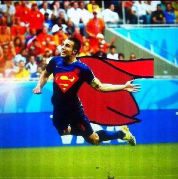 Super Robin trong hình dạng của Superman