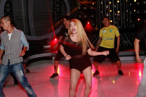 Mi-A tiếp tục thử sức với vũ đạo bốc lửa của Katrina Kaif