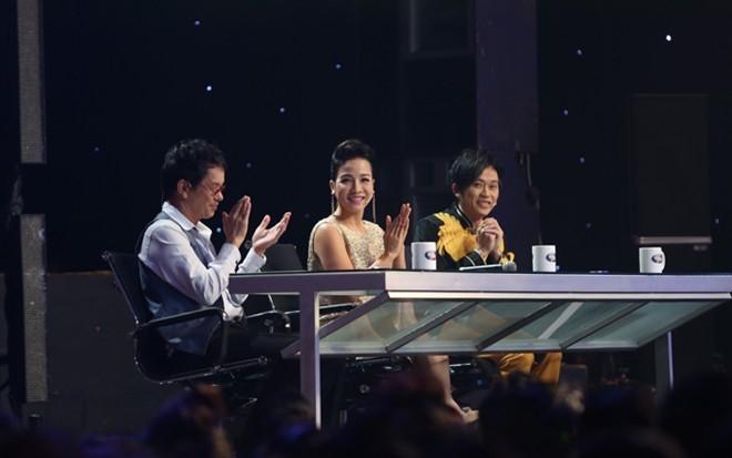 Ban giám khảo đêm chung kết: Nhạc sĩ Đức Huy - Ca sĩ Mỹ Linh và danh hài Hoài Linh