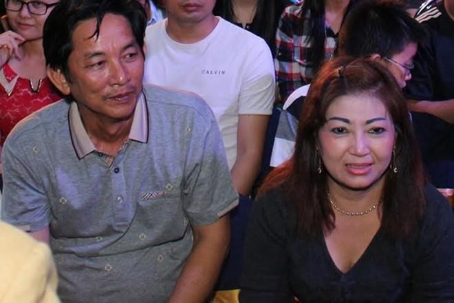 Bố mẹ đẻ của Hoài Lâm có mặt dưới hàng ghế khán giả cổ vũ cho con trai