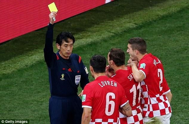 Trọng tài người Nhật Bản vẫn bị chỉ trích