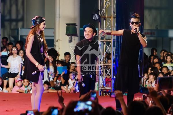"""Sự kết hợp đặc biệt nhất liveshow: Phở và Andrea thay mặt Hạnh Sino hát """"Nóng"""" cùng Big Daddy."""
