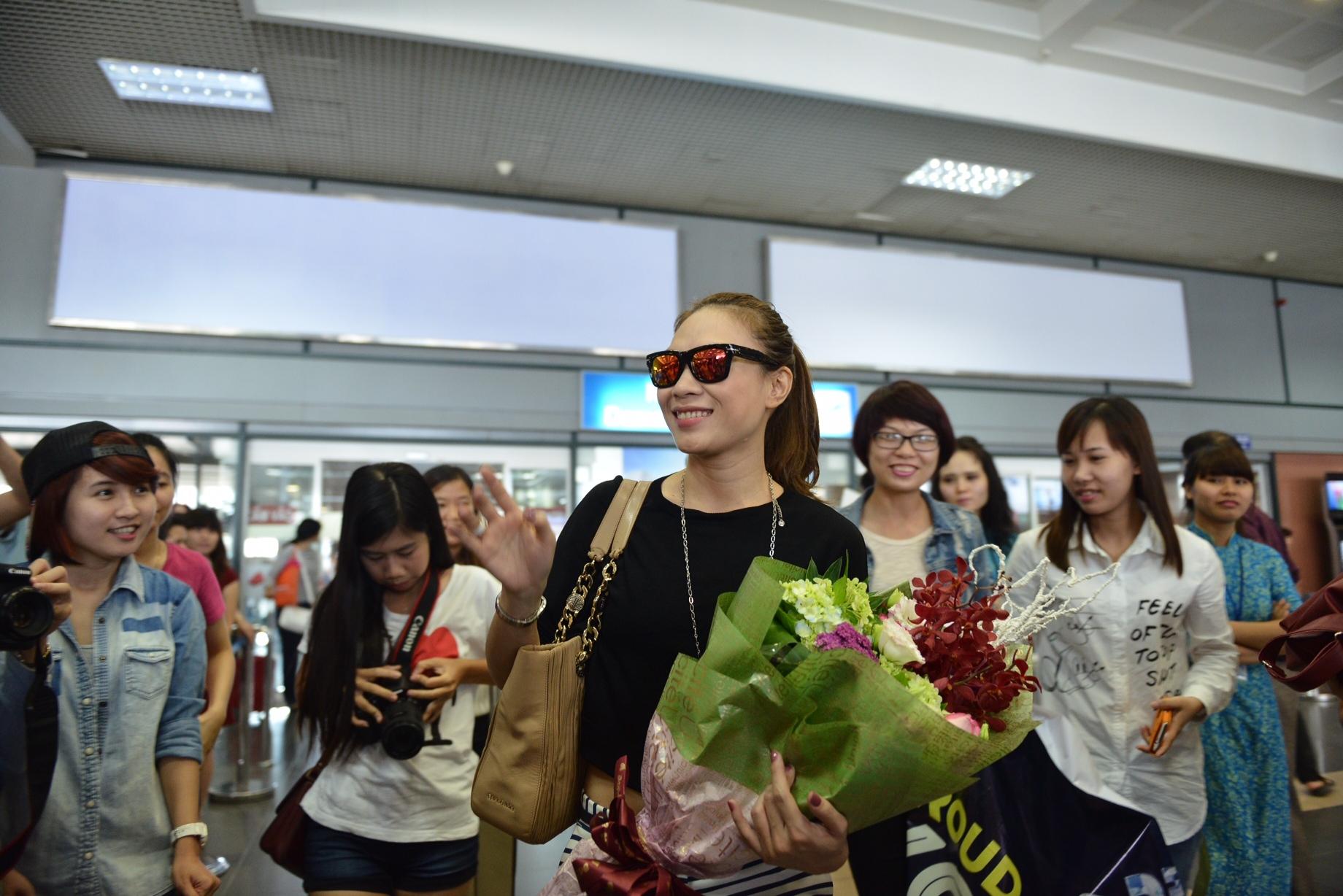 Mỹ Tâm hạnh phúc khi được fan Hà Nội chào đón nồng nhiệt - Tin sao Viet - Tin tuc sao Viet - Scandal sao Viet - Tin tuc cua Sao - Tin cua Sao
