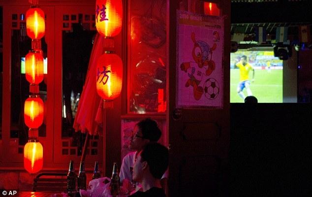 Một thanh niên Trung Quốc tử vong do thức xem World Cup trong nhiều đêm liền