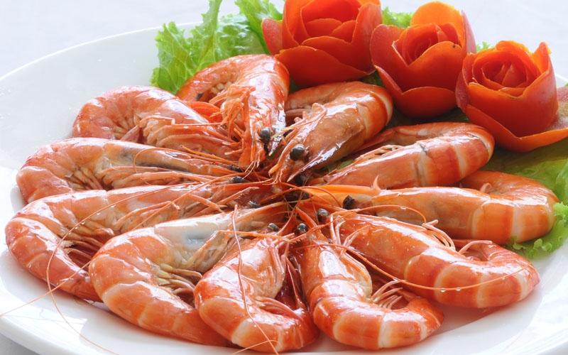 Ăn trái cây giàu vitamin C ngay sau khi ăn hải sản có thể gây ngộ độc thạch tín cấp tính