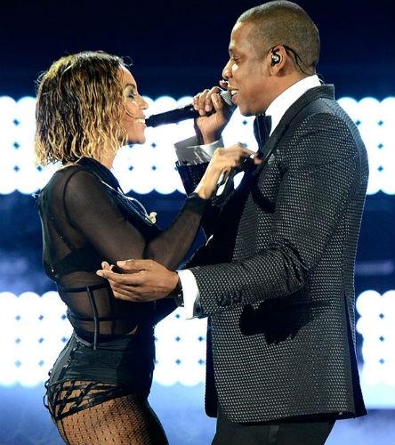 """Beyonce và Jay-Z đi hát cùng nhau nhiều năm, với nhiều ca khúc được thu âm và nhiều màn trình diễn nóng bỏng. Lần gần đây nhất, họ đứng chung sân khấu Grammy 2014 với màn trình diễn ca khúc """"Drunk in Love"""""""