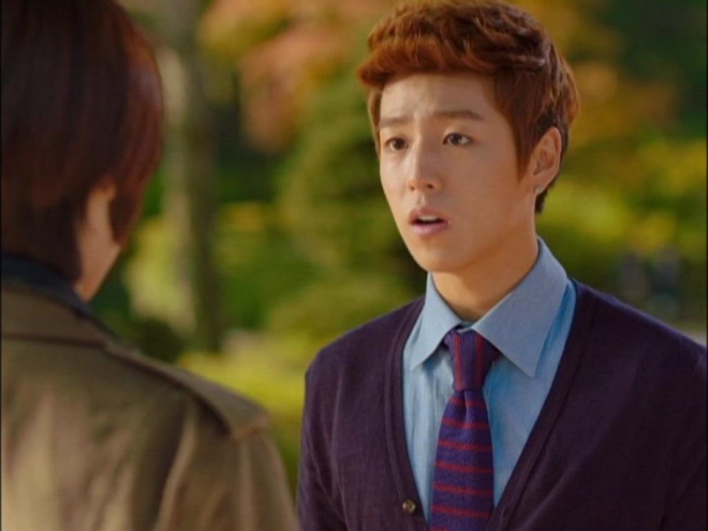 Cậu bạn đáng yêu Eun Gyeol cũng tiết nuối khi phải chia xa mối tình tương tư của mình