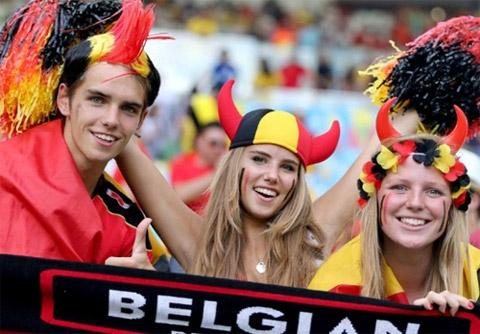Màn hóa trang của các CĐV Bỉ trong trận đấu đội nhà thắng Nga 1-0