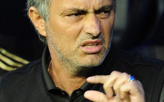 """Năm 2009, khi còn dẫn dắt câu lạc bộ Inter Milan của giải Serie A, Jose Mourinho từng nói: """"Năm nay, Juventus và AC Milan đều có nhiều thay đổi về đội hình. Chúng tôi từng đánh bại Milan tại đất Mỹ và cũng có 45 phút đọ sức cùng Juve. Họ đều không phải là đối thủ dễ bị đánh bại. Muốn giành chiến thắng ở bất kỳ giải đấu nào cũng không hề dễ dàng, kể cả ở... Việt Nam""""."""