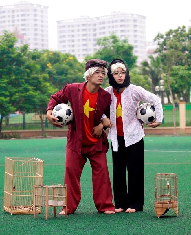 Hết thời trai trẻ, khi về già cặp đôi này vẫn luôn bên nhau. Ngoài những thú vui tao nhã khác, bóng đá vẫn là một phần không thể thiếu.