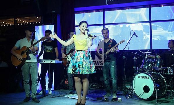"""Bảo Trâm Idol rất dễ thương và nữ tính với ca khúc """"Là con gái thật tuyệt""""."""