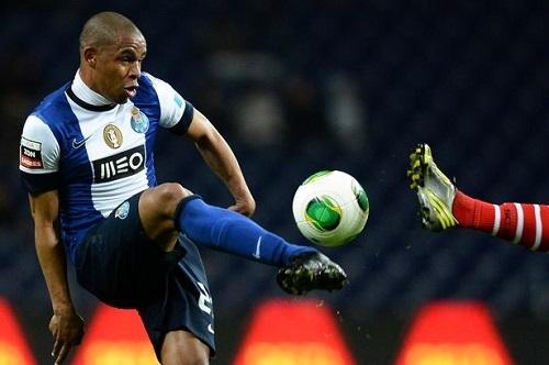 Fernando sắp trở thành tân binh tiếp theo của Man City