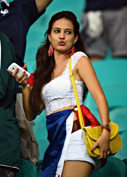 Người đẹp Pháp nổi bật trên khán đài.
