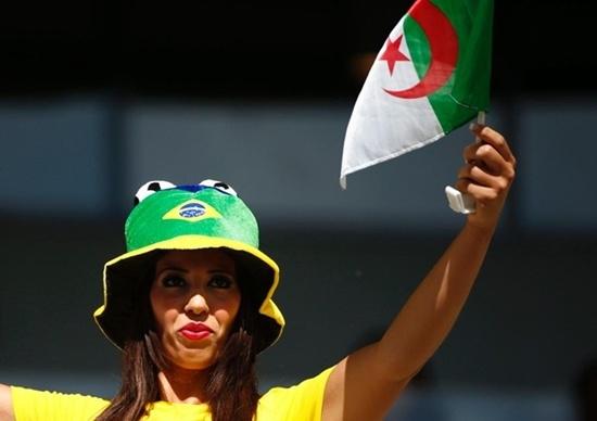 Nữ cổ động viên Algeria tại Brazil.