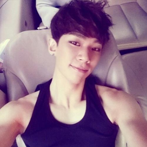 Kevin (ZE:A) đăng tải hình tự sướng chúc buổi sáng các fan
