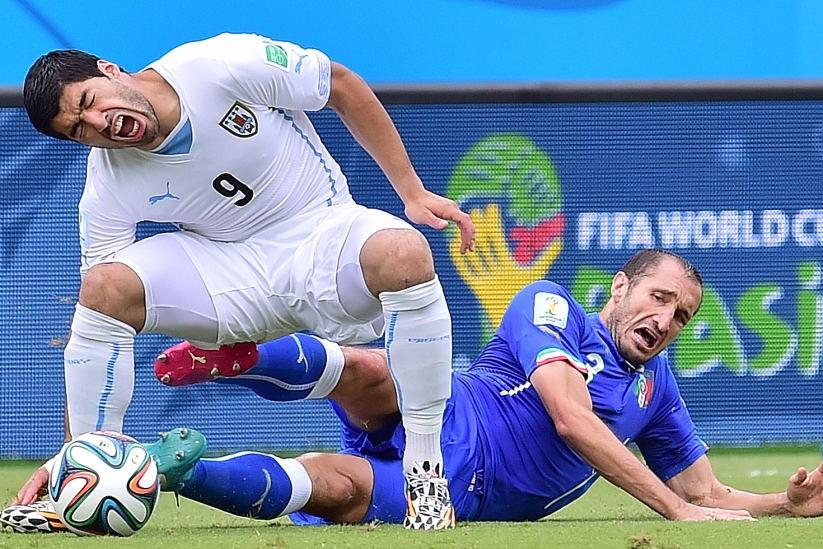 Hình như hậu vệ Italia đã kịp trả đũa!?