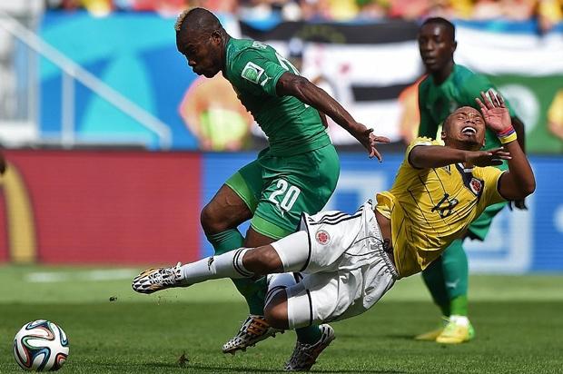 Cầu thủ Colombia bị đối thủBờ Biển Ngàhạ đo ván !