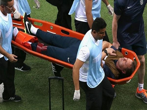 Có lẽ đây là chấn thương kì lạ nhất tại WorldCup năm nay khi một trợ lý HLV đội tuyển Anh đã bị trật mắt cá chân trong khi ăn mừng bàn thắng của đội nhà