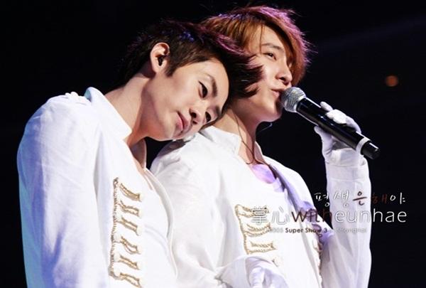 """Đối với ELF (FC của Super Junior) chắc chắn hình ảnh gắn bó của cặp đôi Eunhyuk và Donghae đã trở nên quen thuộc. Cặp đôi """"Cá và Khỉ"""" đã gắn bó và thân thiết với nhau trong một thời gian dài. - Tin sao Viet - Tin tuc sao Viet - Scandal sao Viet - Tin tuc cua Sao - Tin cua Sao"""