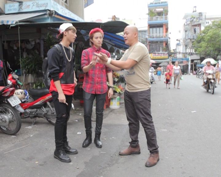 Sơn Tùng và Gil Lê cùng đầu bếp Alain Nghĩa có mặt tại chợ Xóm Chiếu (Quận 4)