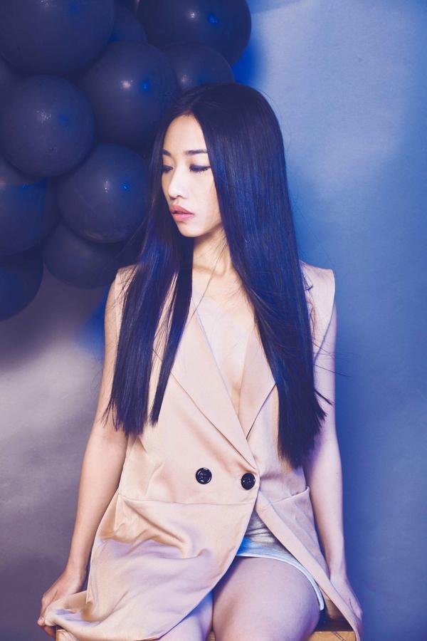 """Trước mắt, Hằng Bing Boong đang sắp sửa ra mắt một single mới - một ca khúc song ca cùng """"Ông hoàng mưa"""" Trung Quân."""