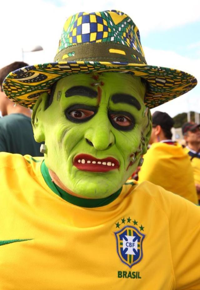 Khuôn mặt được vẽ tỉ mẩn của người hâm mộ Brazil.
